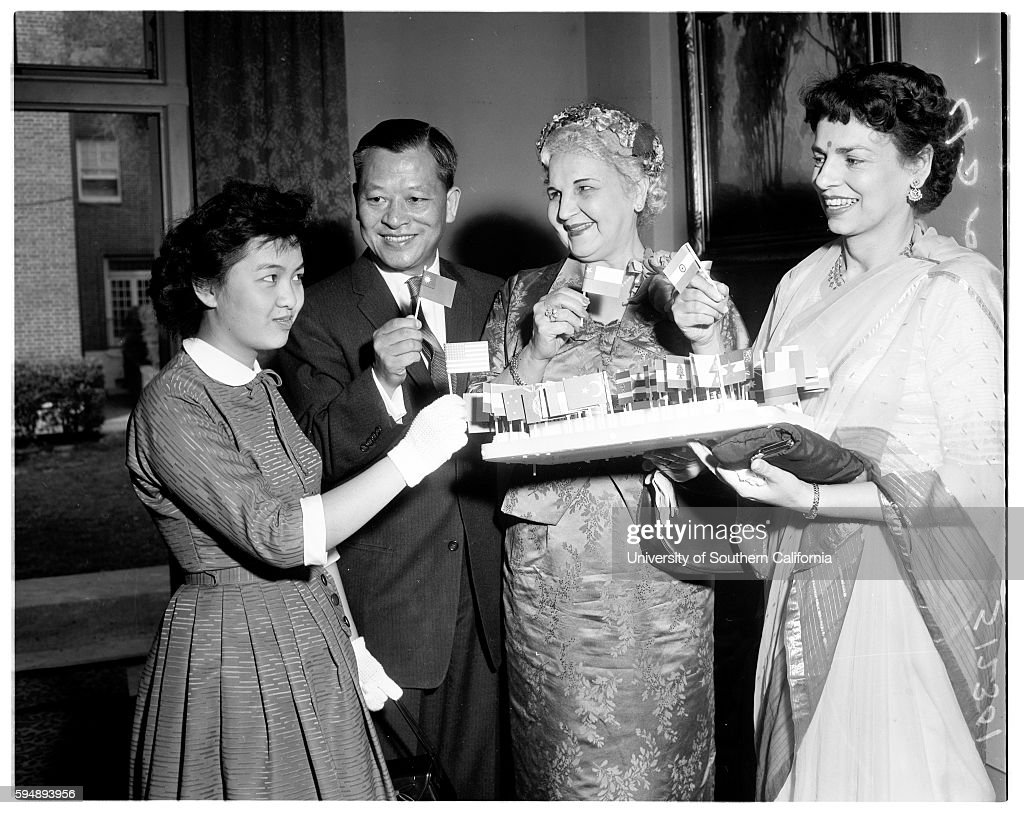 Professional Women\'s Club International tea, 1958 Pictures | Getty ...