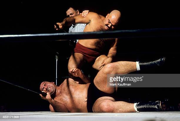 Kubla Khan in action applying knee drop vs Mike DeBiasie at Hollywood Legion Stadium Los Angeles CA CREDIT Mark Kauffman