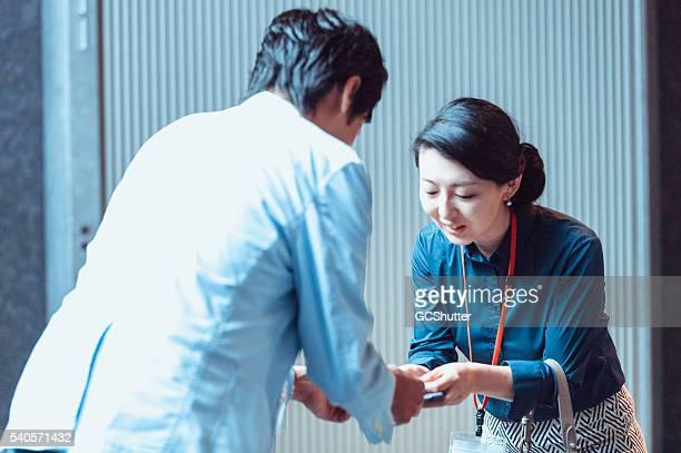 スタッフのビジネス会議でも、 - 営業職 ストックフォトと画像