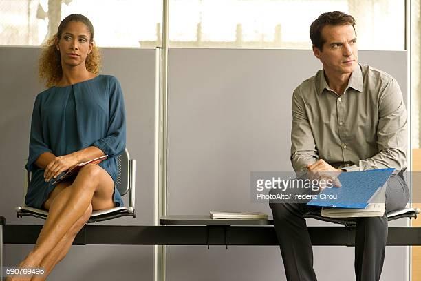 professionals sitting in waiting room - impaciente fotografías e imágenes de stock