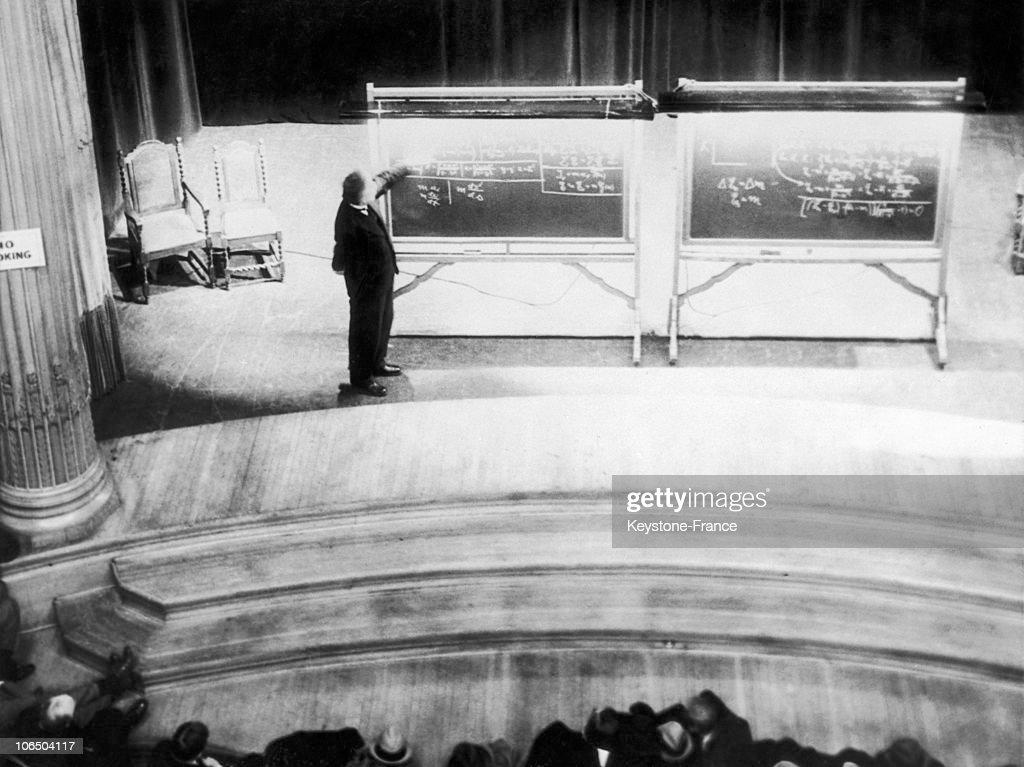 Albert Einstein In Carnegie Institute Of Technology 1934 : News Photo