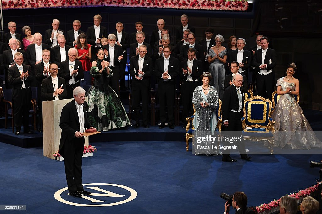 Professor Bengt Holmstrom, laureate of The Sveriges Riksbank Prize in Economic Sciences in Memory of Alfred Nobel acknowledges applause after he received his Nobel Prize from King Carl XVI Gustaf of Sweden during the Nobel Prize Awards Ceremony at Concert Hall on December 10, 2016 in Stockholm, Sweden.
