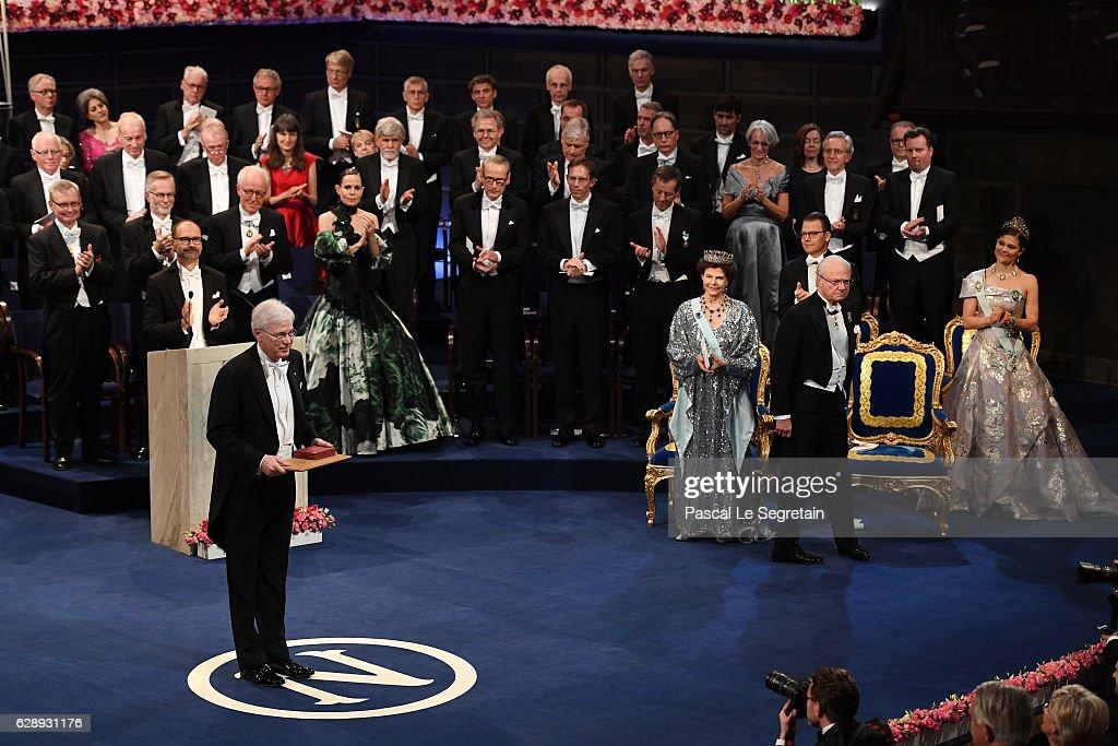 Professor Bengt Holmstrom, laureate of The Sveriges Riksbank Prize in Economic Sciences in Memory of Alfred Nobel acknowledges applause after he received his Nobel Prize from King Carl XVI Gustaf of Sweden during the Nobel Prize Awards Ceremony at Concert Hall on December 10, 2016 in Stockholm, Sweden.