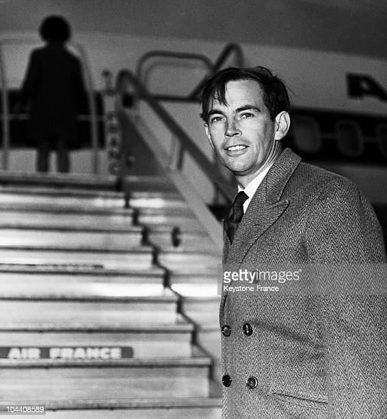 Professor Christian BARNARD at Orly airport boarding an AIR FRANCE 747200 Boeing headed for London in the 1970's