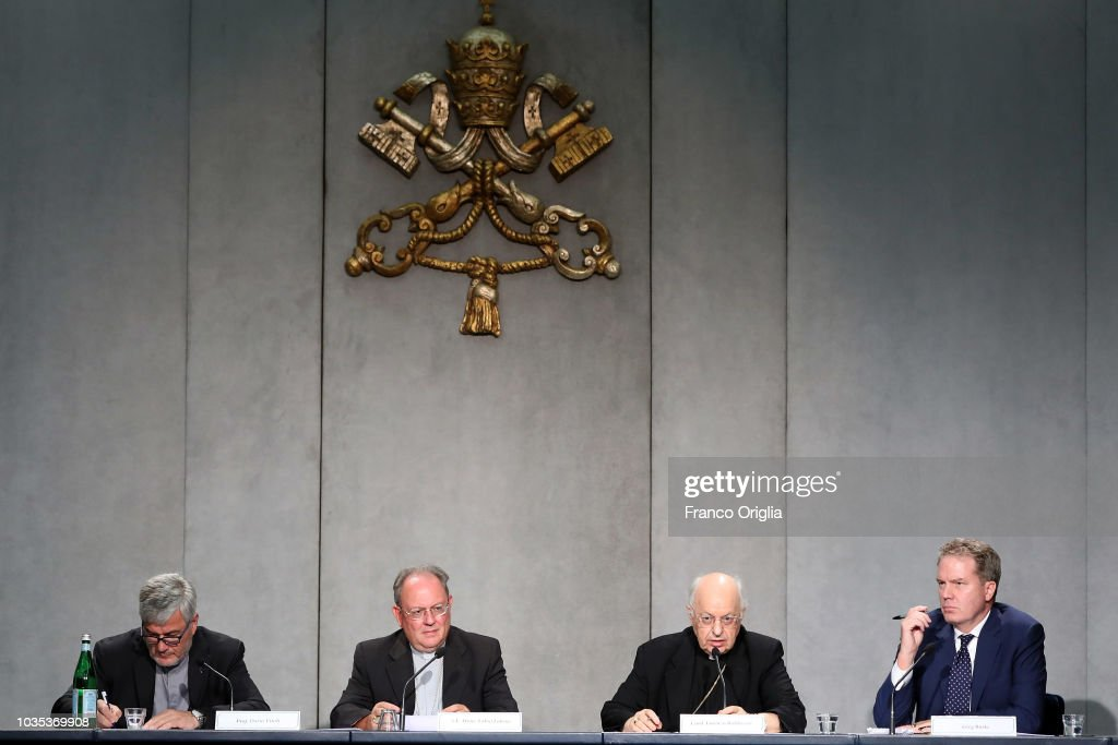 Press Conference for the publication of the Apostolic Constitution 'Episcopalis communio' of Pope Francis