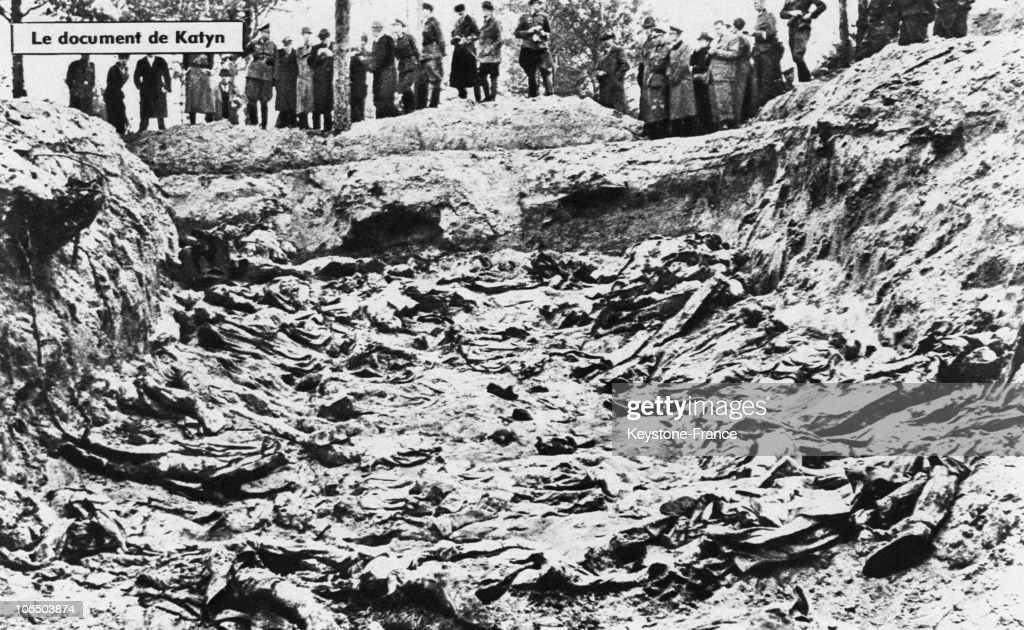 Professor Francois Naville, Director Of The Medical And Legal Institute Of The Geneva University, Stands Next To A Polish Corpse Into The Mass Grave Where The Katyn Victims Have Been Found. About 4500 Polish Officers Are Found Dead, Shot In 1940 - 1941 By The Soviets, By The Germans In The Katyn Forest (Ussr) In 1943. This Massacre Was Carried Out Under A Stalin Order On March 1940 Which Led To The Execution Of Nearly 26 000 Polish, Civil And Military Population Alike.
