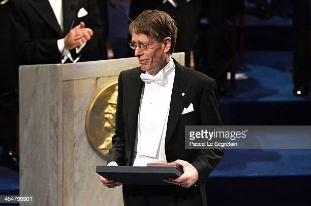 Professor Lars Peter Hansen, laureate of The Sveriges Riksbank Prize in Economic Sciences in Memory of Alfred Nobel acknowledges applause after he...