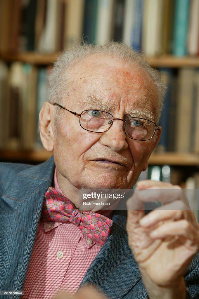 Professor Paul Samuelson 1970 Nobel Laureate in Economics : ニュース写真