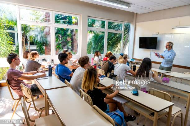 professor reads to a class - secondary school stock pictures, royalty-free photos & images