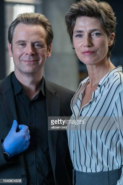 Professor T. Ist eine 4-teilige ZDF Krimiserie die sich in Köln abspielt. Julia Bremermann als die Kriminaldirektorin Christina Fehrmann mit...