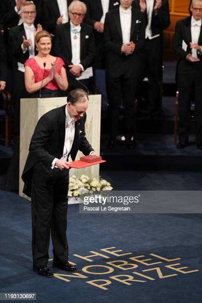Professor William G Kaelin Jr laureate of the Nobel Prize in Medicine acknowledges applause after he received his Nobel Prize from King Carl XVI...
