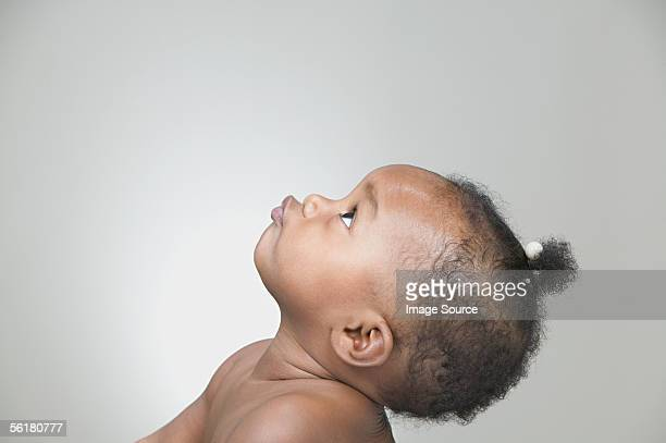 profile of a baby girl - bebe noir photos et images de collection