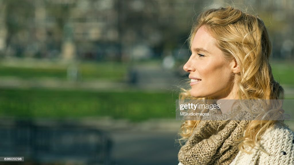 Profile of an beautiful blondy smiling woman looking away : Stock Photo