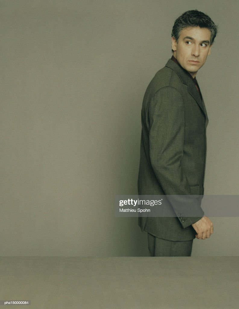 Profile of business man facing right, portrait : Stockfoto