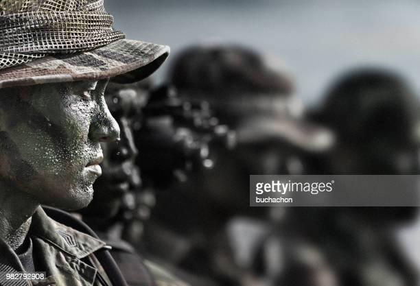 profile of solider, usa - navy seals de los estados unidos fotografías e imágenes de stock