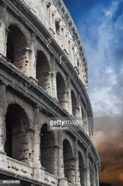 profile of the colosseum or coliseum, also known as the flavian amphitheatre, is an oval arena  in the centre of the city of rome, italy. - gladiator fotografías e imágenes de stock