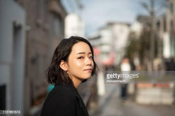 若い女性の顔のプロフィール - young women ストックフォトと画像