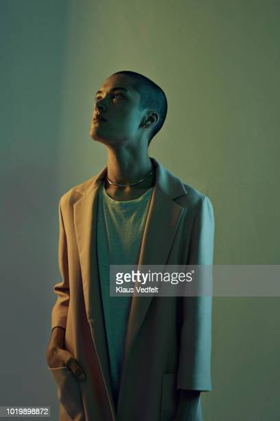 profile shot of beautiful young man looking out, shot on studio - curiosità foto e immagini stock