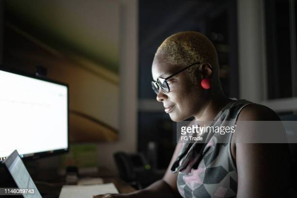 profile view a businesswoman working late in the office - part of a series stock pictures, royalty-free photos & images