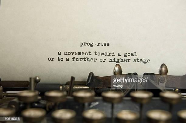 Progrès définition sur une vieille machine à écrire