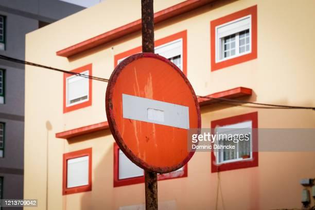 prohibited traffic sign - dähncke fotografías e imágenes de stock