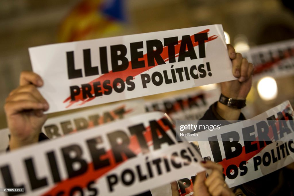 Pro-independence demonstrators demonstrate in Barcelona in support of the leaders of social movements in Catalonia imprisoned since October 16, on November 16, 2017.