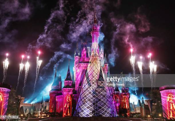 Projection mapping begins as part of the special event called 'Christmas Fantasy' at Tokyo Disneyland on Nov 7 2017 The event will run through Dec 25...