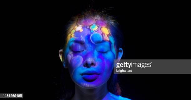 女性の顔に投影 - 映写 ストックフォトと画像