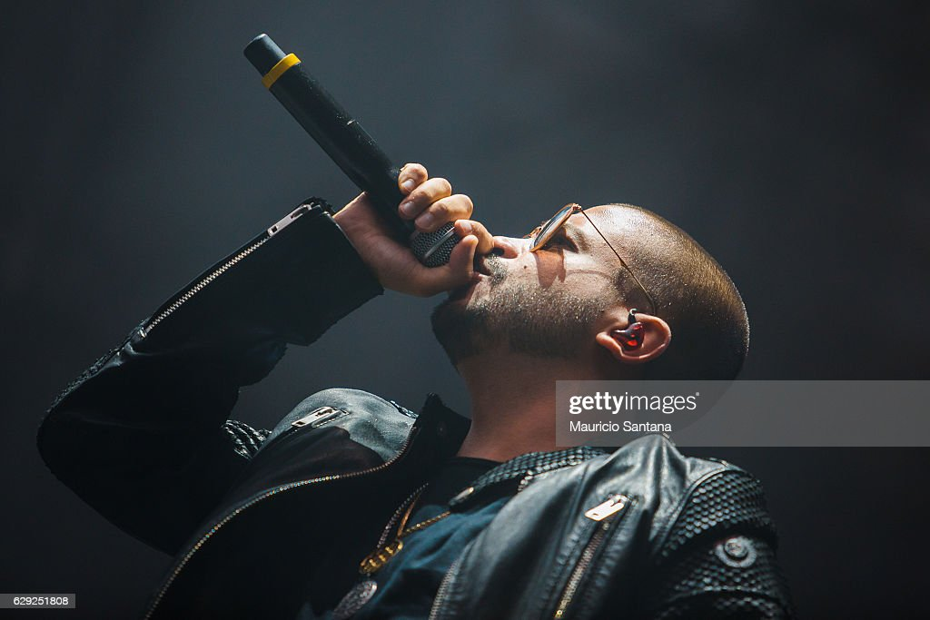 Projota performs live on stage at Allianz Parque on December 10, 2016 in Sao Paulo, Brazil.