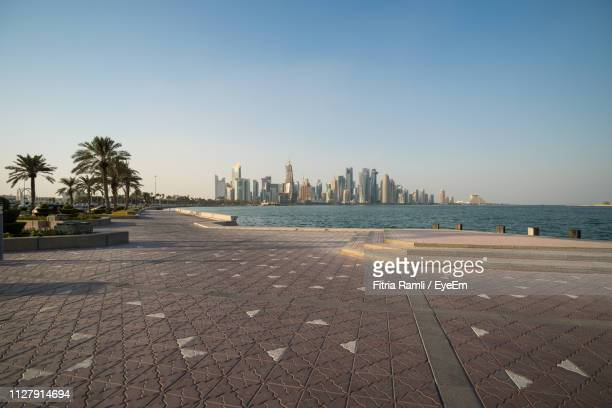 promenade against sky in city - doha stockfoto's en -beelden