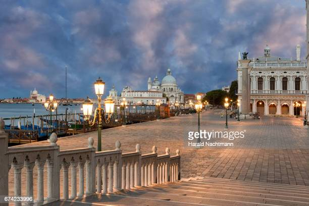 promenade at night - uferviertel stock pictures, royalty-free photos & images