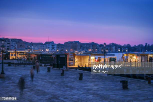 promenade at sunset, venice, italy - image foto e immagini stock