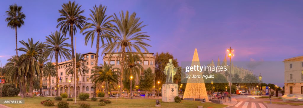 Promenade of Palma de Mallorca during Christmas : Foto de stock