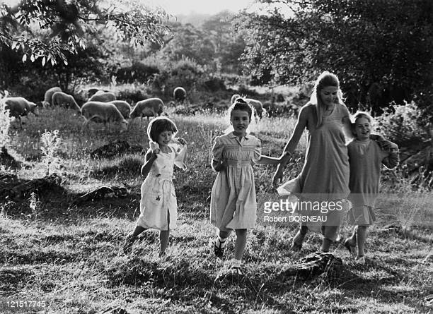 Promenade Of Young Girls In The Countryside The Pastoral France 1980