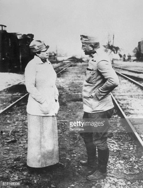 Prominent journalist Nellie Bly representing the New York Evening Journal speaks with an officer of the Austrian Army in Poland