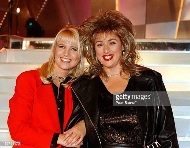 ProminentenPlaybackShow Linda de Mol mit SPDUmweltministerin Monika Griefhahn als Tina Turner verkleidet Verkleidung Politikerin Showmasterin...