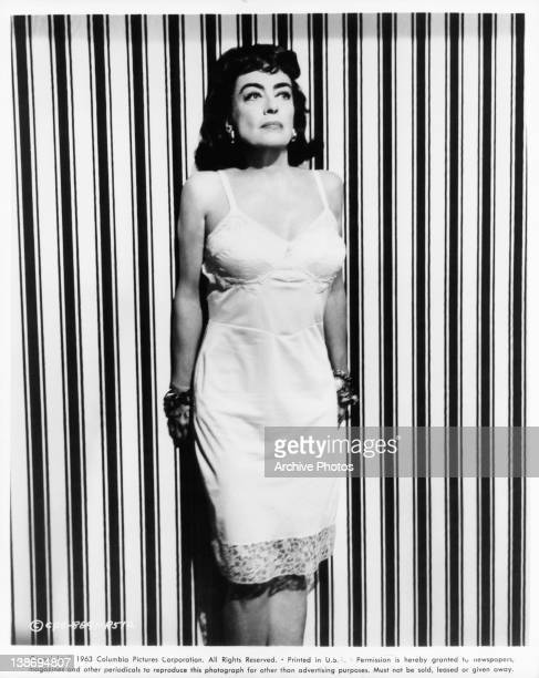 Promo shot of Joan Crawford for the film 'Straight Jacket' 1963