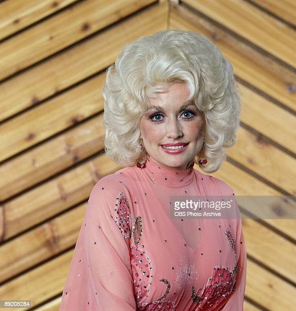 Promorional portrait of American musician and actress Dolly Parton, 1978.