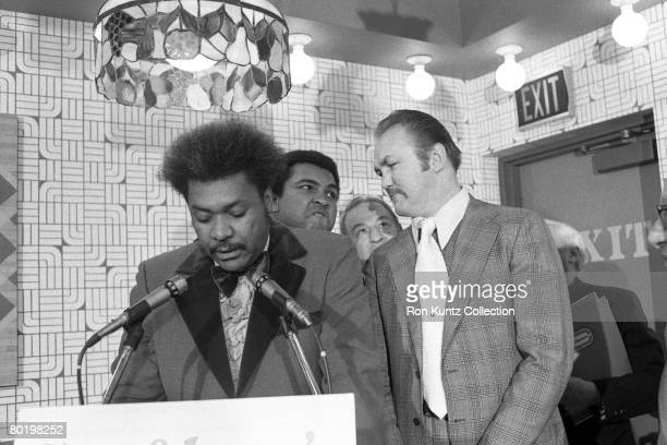 Promoter Don King addresses the media during a press conference on February 11, 1975 in Cleveland, Ohio to introduce the opponents for the upcoming...