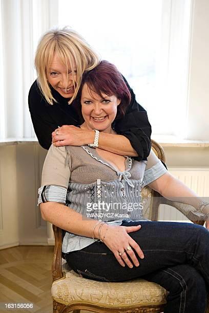 Promotion Of Movie 'Mamma Mia' L'équipe du film 'Mamma Mia ' photographié en exclusivité pour Paris Match à Stockholm la ville d'Abba Judy CRAYMER la...