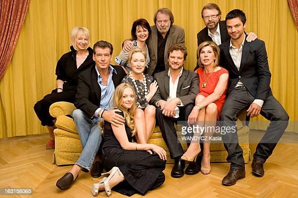 Promotion Of Movie 'Mamma Mia' L'équipe du film 'Mamma Mia ' photographié en exclusivité pour Paris Match à Stockholm la ville d'Abba au 1er rang de...