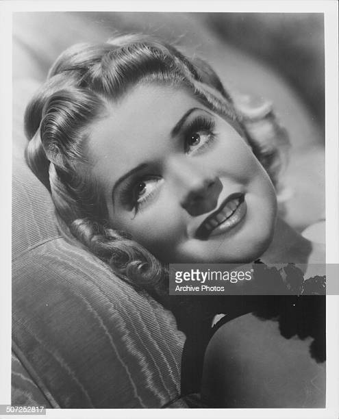Promotional headshot of actress Alice Faye circa 1935