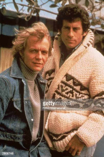 Promotional portrait of American actors David Soul and Paul Michael Glaser from the television series 'Starsky and Hutch' circa 1977