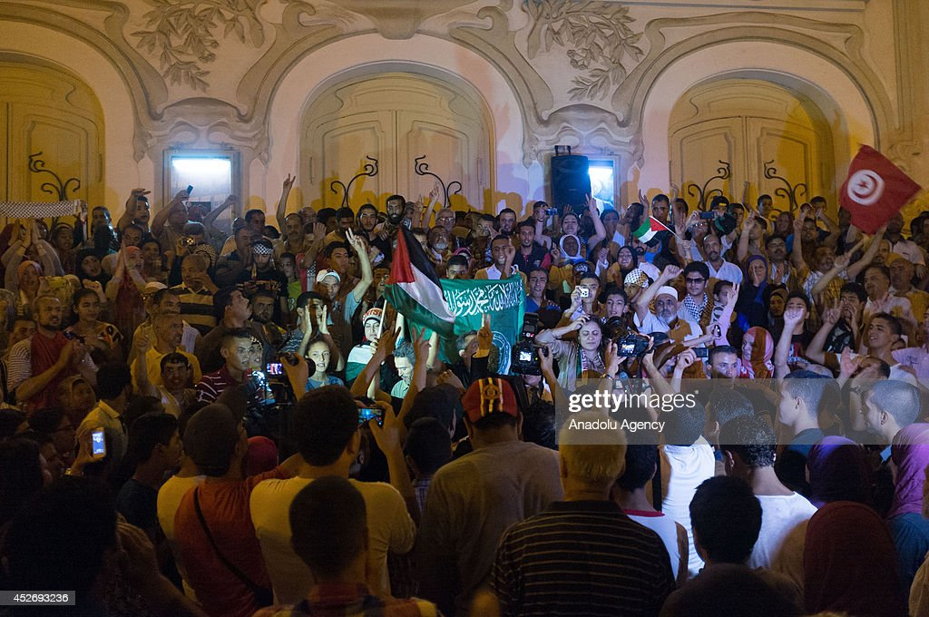 Pro-Palestinians in Tunisia protest Israeli attacks on Gaza : News Photo