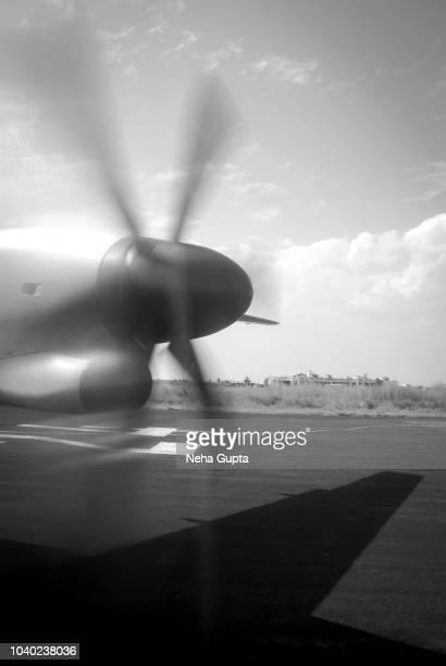 propeller airplane just before the takeoff - monochrome - doppeldecker flugzeug stock-fotos und bilder