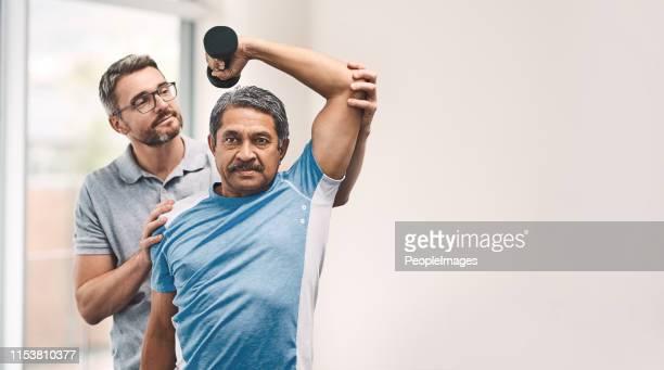 proper technique is the main focus - coluna vertebral humana imagens e fotografias de stock