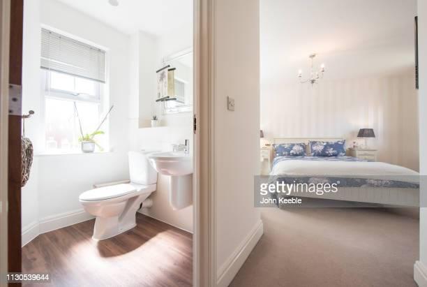30 Hochwertige Schlafzimmer Bad Bilder und Fotos - Getty Images