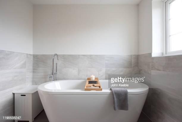 property interiors - 風呂に入る ストックフォトと画像