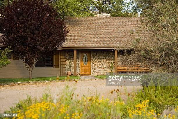 property released home - casa estilo rancho fotografías e imágenes de stock