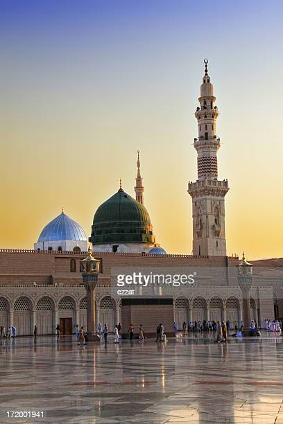 prophet mousqe in al madinah - al masjid al nabawi stock pictures, royalty-free photos & images